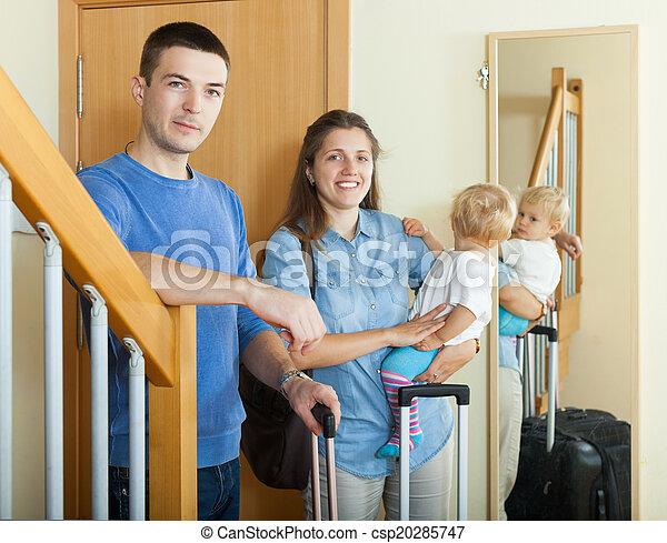 boldog, három, család, poggyász - csp20285747