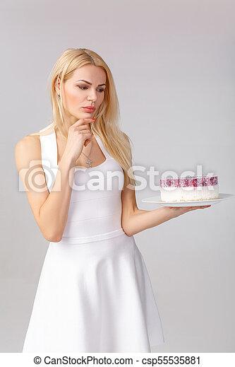 bolo, branca, mulher, vestido, segurando - csp55535881