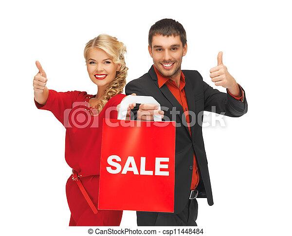 Hombre y mujer con bolsas de compras. Una imagen brillante