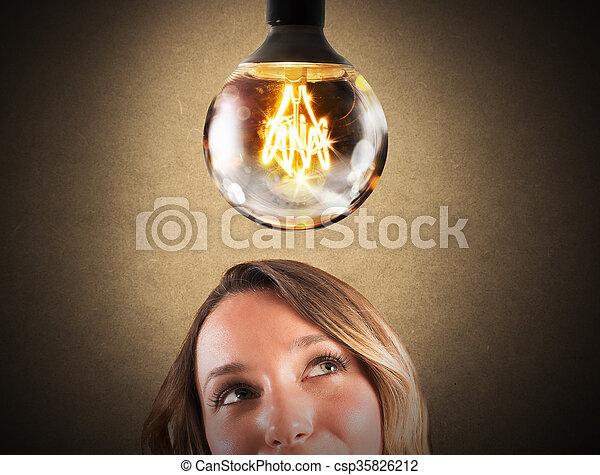 Una bombilla brillante - csp35826212
