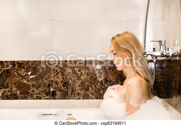 bonito, banheiro, mulher, jovem, suds - csp63194911