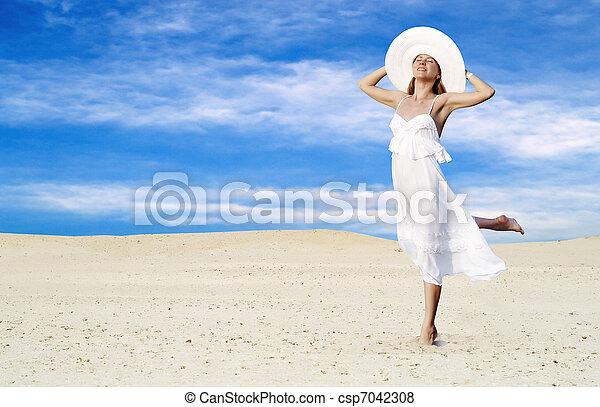 bonito, branca, ensolarado, jovem, relaxamento, deserto, mulheres - csp7042308