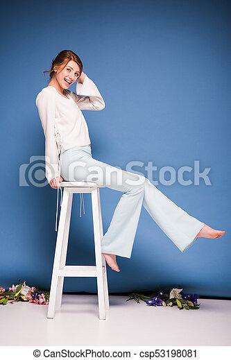 bonito, cadeira, assento mulher - csp53198081