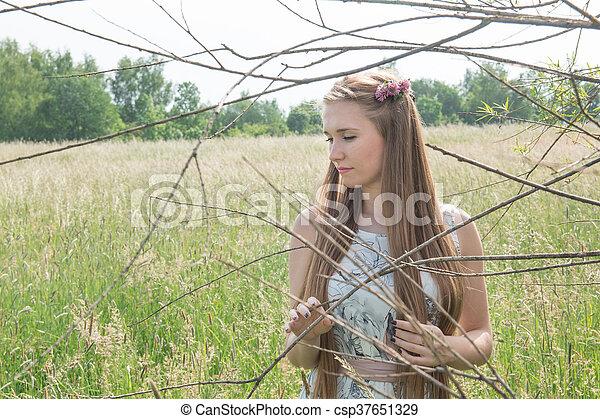 bonito, campo, mulher, loura, retrato - csp37651329