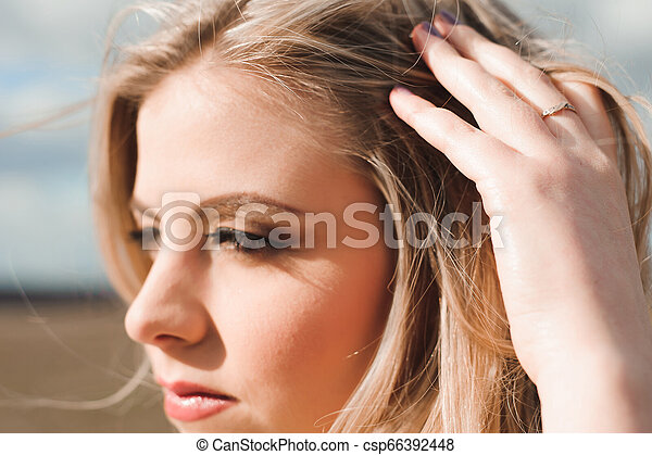 bonito, campo, mulher, loura, retrato - csp66392448