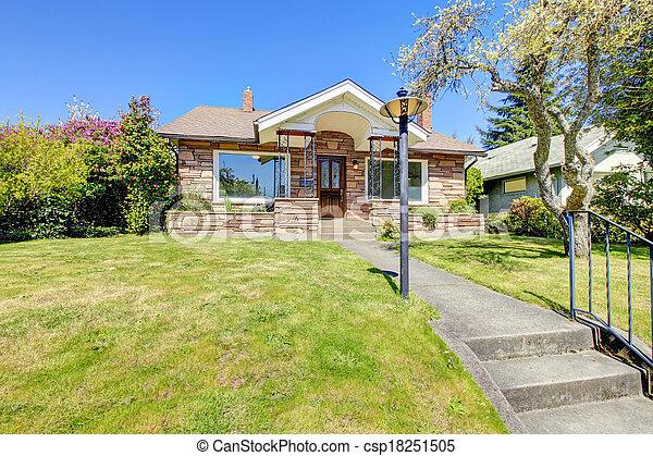 bonito, casa, apedrejado - csp18251505