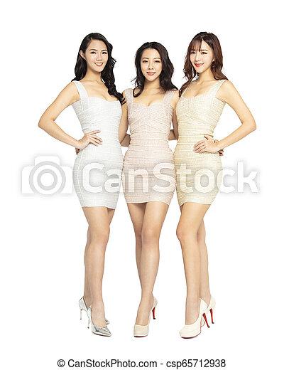 bonito, cheio, grupo, jovem, comprimento, mulher - csp65712938