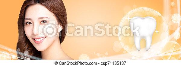 bonito, conceito, mulher jovem, dentes, sorrizo, branca - csp71135137