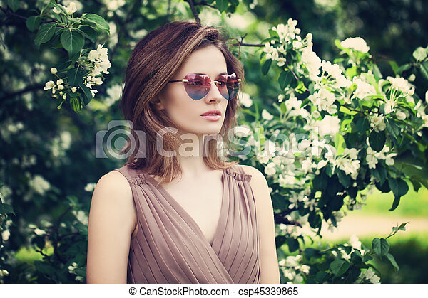 bonito, cor-de-rosa, mulher, óculos de sol, primavera - csp45339865