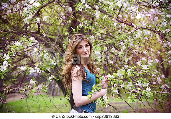 bonito, garden., mulher - csp28619863