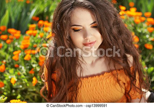bonito, morena, hairstyle., beleza, saudável, hair., longo, ondulado, portrait., ao ar livre, woman. - csp13999591