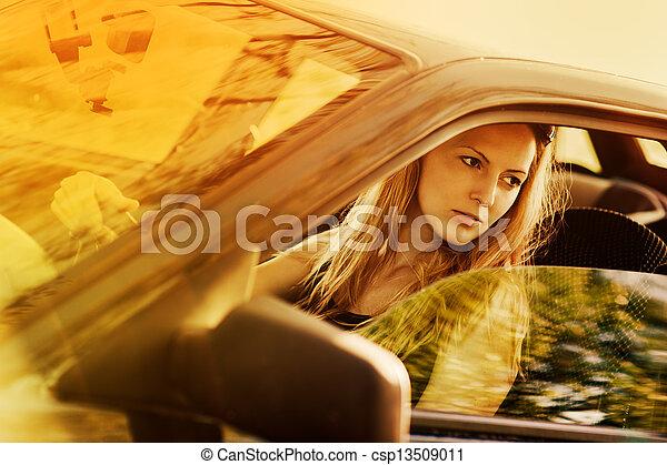 bonito, mulher carro, jovem, excitado - csp13509011