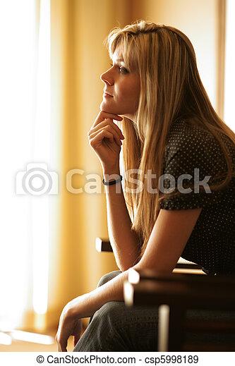 bonito, mulher pensando, jovem - csp5998189