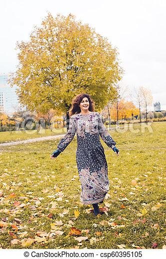 bonito, outono, mulher, parque, ao ar livre - csp60395105