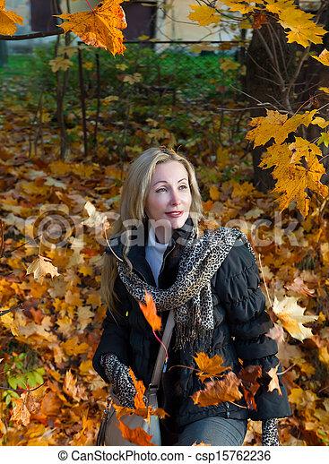 bonito, outono, mulher, parque - csp15762236