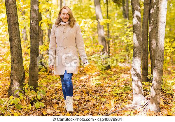 bonito, outono, mulher, parque - csp48879984