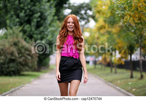 bonito, outono, mulher, parque, jovem - csp12470744