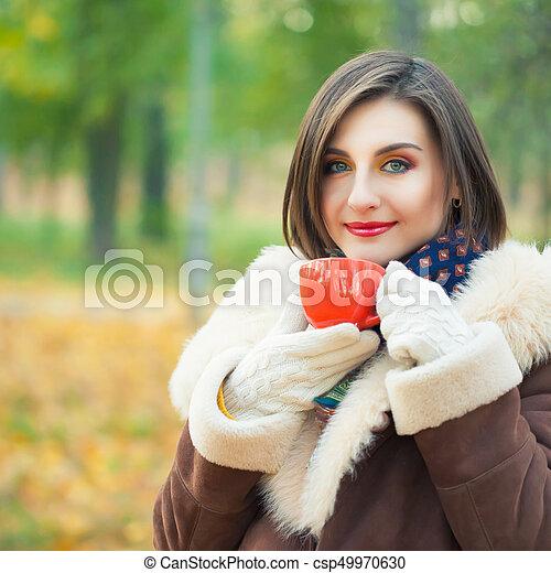 bonito, outono, mulher, parque, jovem - csp49970630