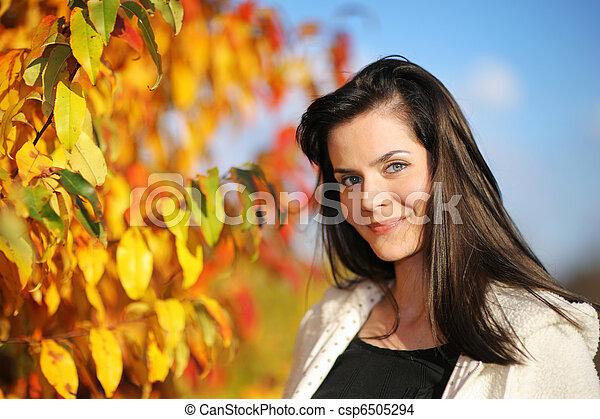 bonito, outono, mulher, parque, jovem - csp6505294