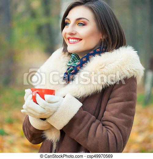 bonito, outono, mulher, parque, jovem - csp49970569
