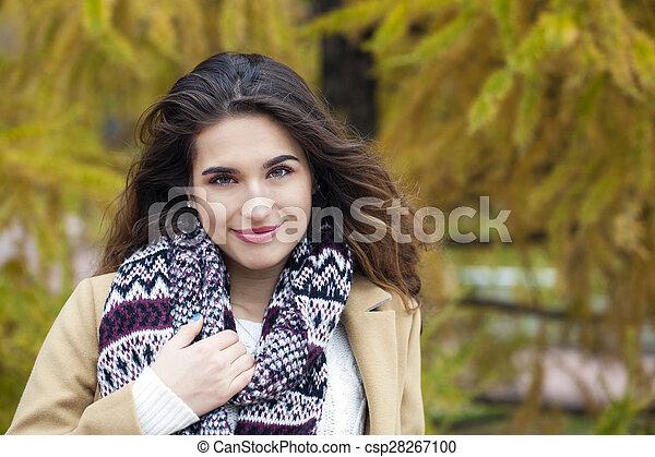 bonito, outono, mulher, parque, jovem - csp28267100