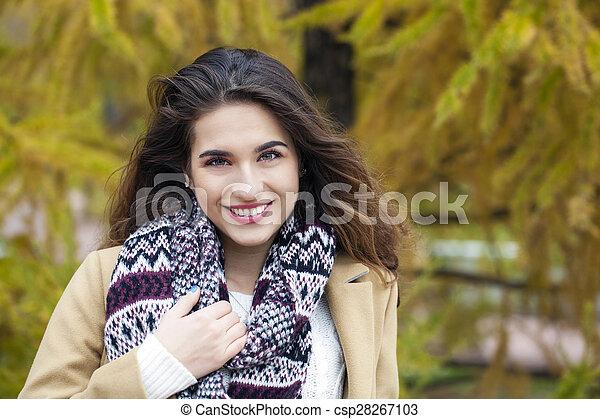bonito, outono, mulher, parque, jovem - csp28267103