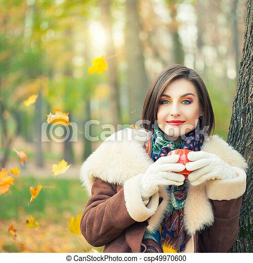 bonito, outono, mulher, parque, jovem - csp49970600