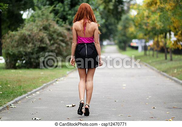 bonito, outono, mulher, parque, jovem - csp12470771