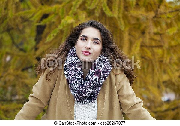 bonito, outono, mulher, parque, jovem - csp28267077