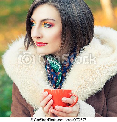 bonito, outono, mulher, parque, jovem - csp49970677