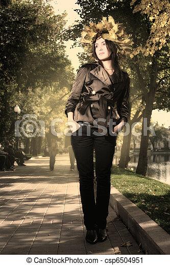 bonito, outono, mulher, parque, jovem - csp6504951