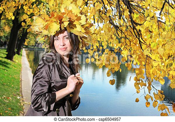 bonito, outono, mulher, parque, jovem - csp6504957