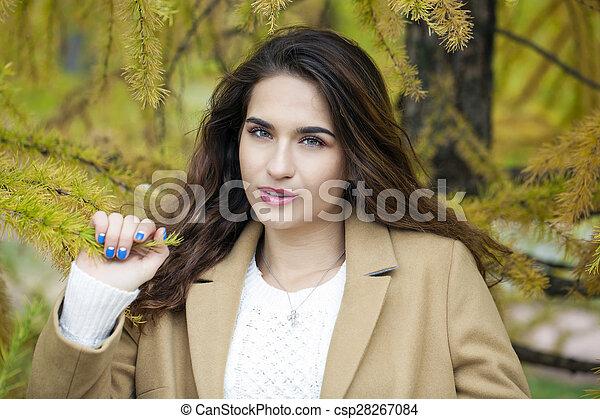 bonito, outono, mulher, parque, jovem - csp28267084