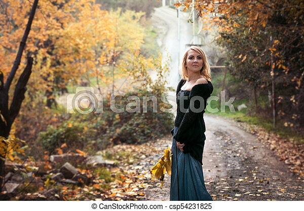 bonito, outono, mulher, parque, loura - csp54231825