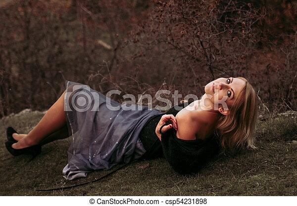bonito, outono, mulher, parque, loura - csp54231898