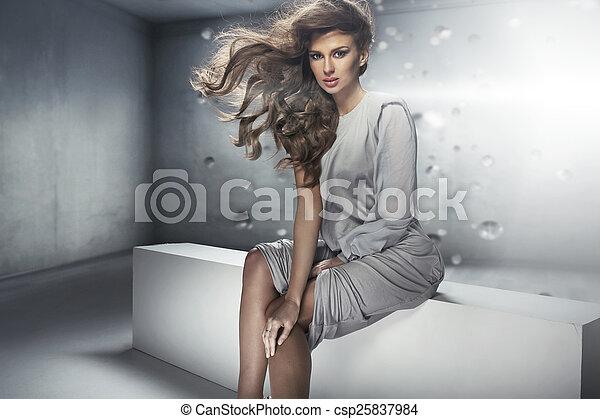 bonito, perfeitos, penteado, denso, senhora jovem - csp25837984