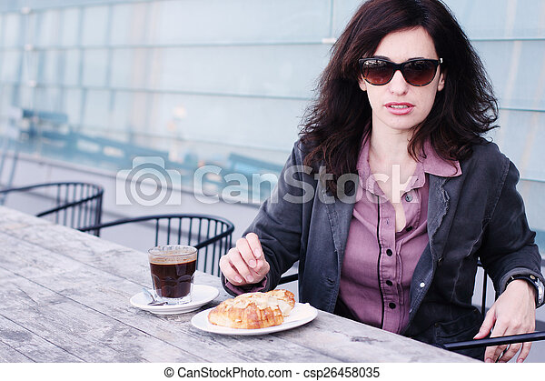 bonito, retrato, mulher, café, sentando - csp26458035