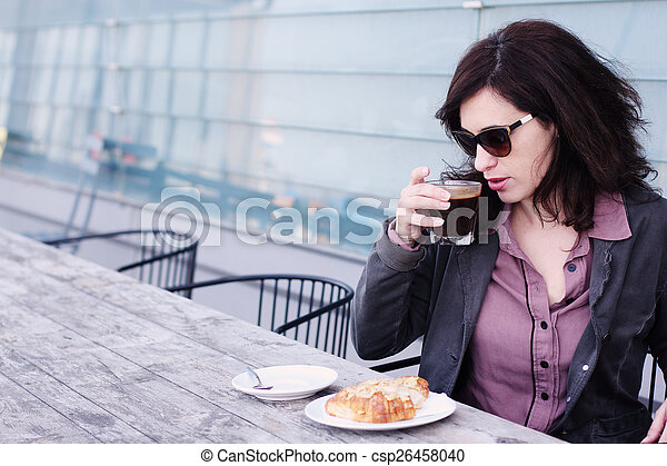 bonito, retrato, mulher, café, sentando - csp26458040