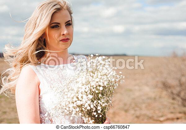 bonito, retrato, mulher, field., loura - csp66760847