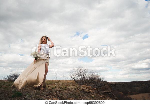 bonito, retrato, mulher, field., loura - csp66392609