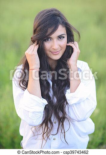 bonito, retrato, mulher, jovem, natureza - csp39743462