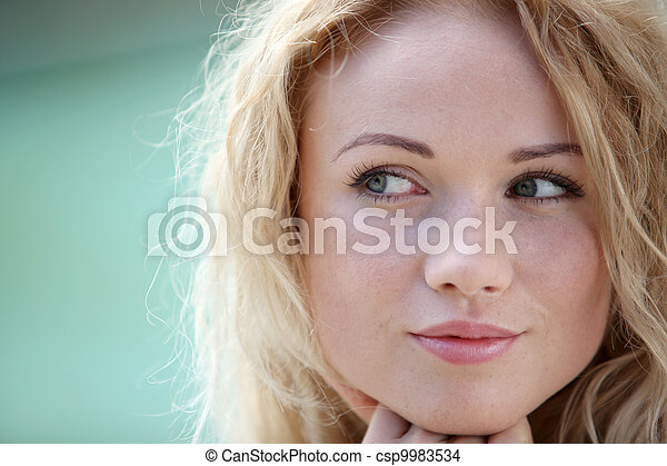 bonito, retrato, mulher sorridente, loura - csp9983534
