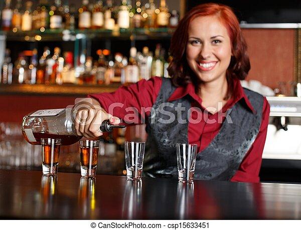 bonito, ruivo, barmaid, tiros, fazer - csp15633451
