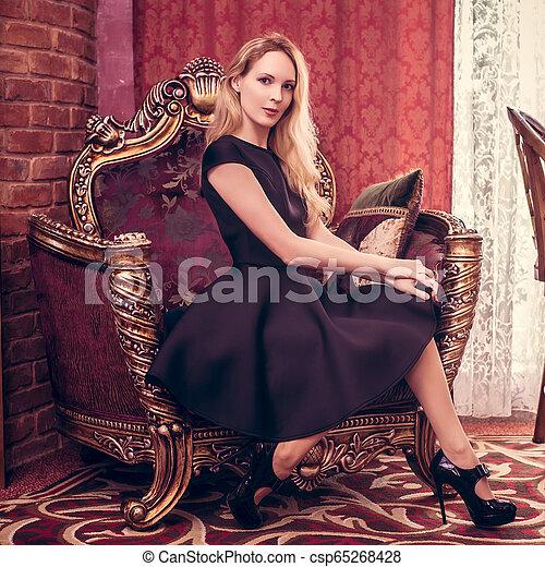 bonito, sala de estar, jovem, ficar, luxo, menina - csp65268428