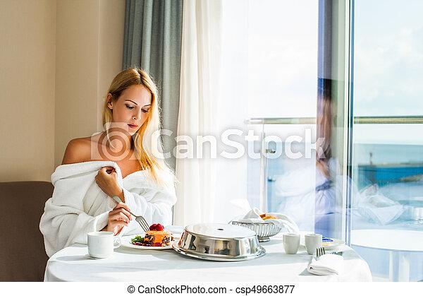 bonito, sobremesa, comer mulher, jovem - csp49663877