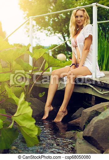bonito, verão, mulher, jardim, youmg, loura - csp68050080