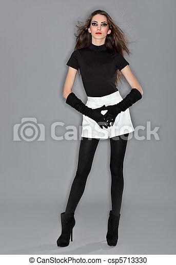 bonito, vestido, mulher, veludo, shorts, flash, jovem, luvas, combi, pretas, estúdio, retrato, anel, branca - csp5713330