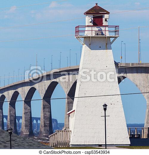 El faro trasero de Port Borden y el puente de confederación - csp53543934