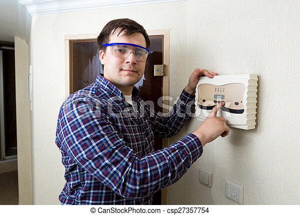 botón, joven, planchado, eléctrico, tablero de instrumentos, hombre - csp27357754