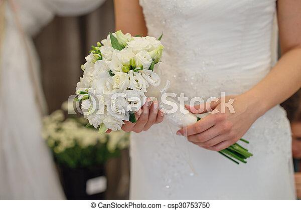 Bouquet Mariee Tenue Mariage Fleurs Blanches